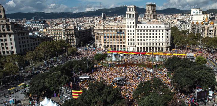 La plaça de Catalunya pasaría a llamarse plaza de Arriba España