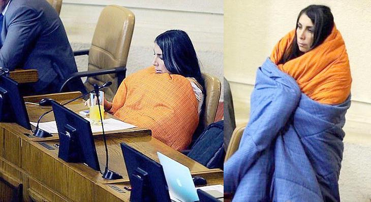 Karla Rubilar aparece envuelta en edredones en la Cámara de los Diputados