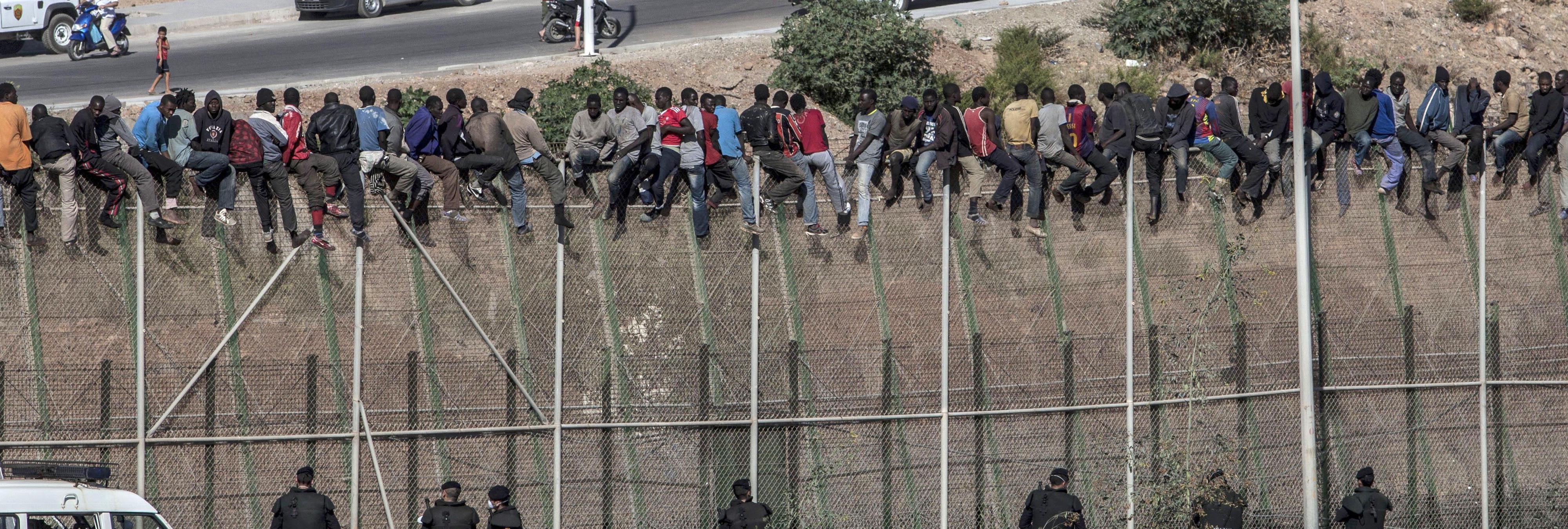 El primer spot de Donald Trump ataca a los inmigrantes mexicanos... con imágenes de Melilla