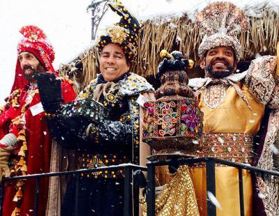Reyes y reinas magos llegan en las cabalgatas de la discordia