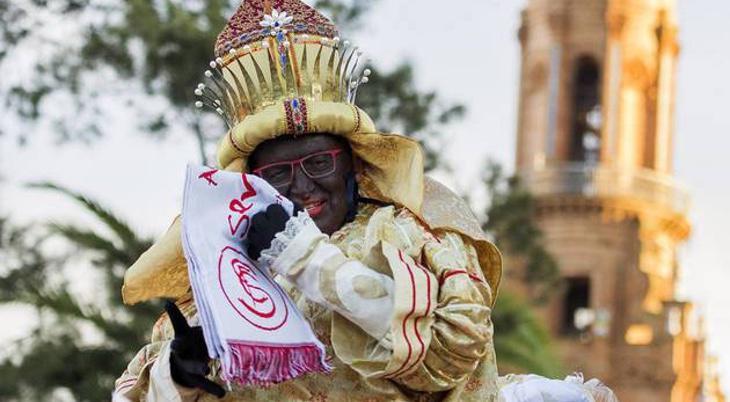 La bufanda del Sevilla es un accesorio muy bíblico