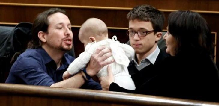 Pablo Iglesias y el hijo de Carolina Bescansa