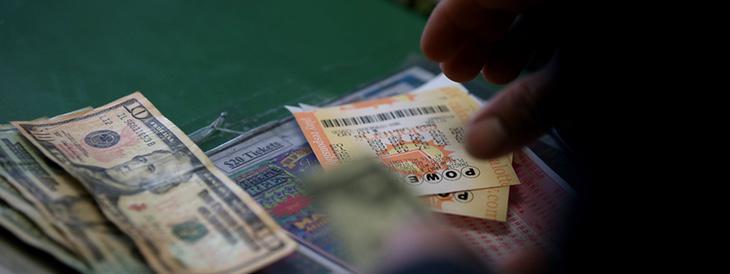 El boleto solo cuesta 2 dólares, pero la gente se está gastando fortunas