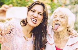#SelfieConTuAbuela, el concurso más entrañable (y divertido) para ver tu cara en la Gran Vía