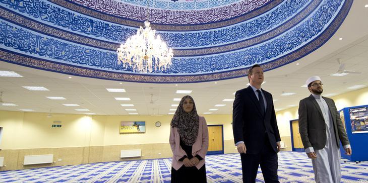 David Cameron visita una mezquita en Leeds