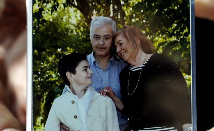 Diego, junto a sus padres (El Mundo)