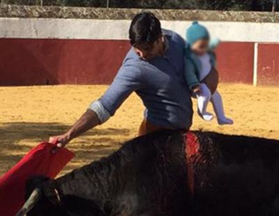 La foto de Fran Rivera con su bebé, convertida en asunto de Estado