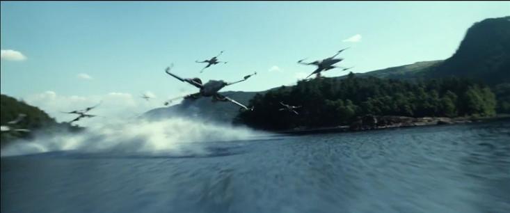 El Ala-X sobre el agua