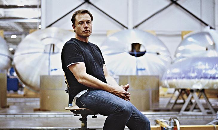 Elon Musk en su fábrica de cohetes