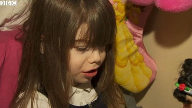 Danni, en Reino Unido, trató de cortarse el pene con tres años (Foto: BBC)