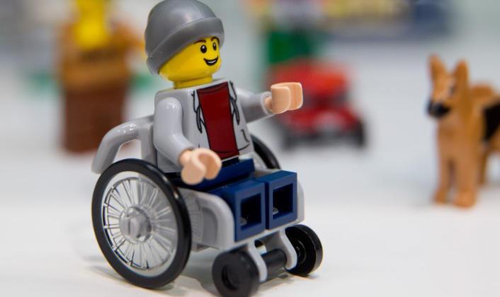 La nueva figura del joven en silla de ruedas
