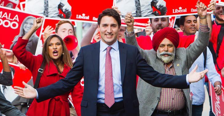 Trudeau, rodeado de sus colegas de partido durante la campaña