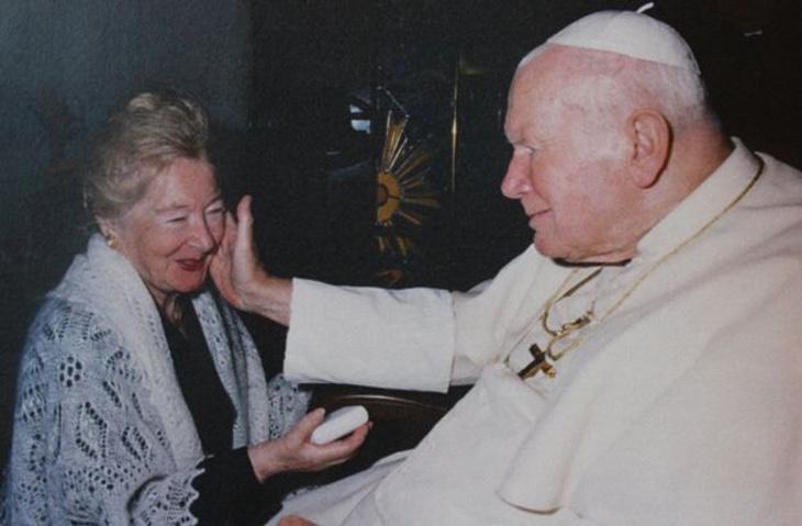 El Papa recibe a Anna-Teresa en El Vaticano (Foto: BBC)