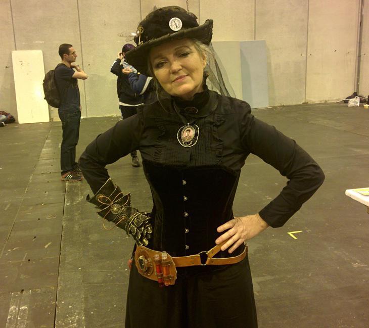 Neozelandesa orgullosa de su cosplay steampunk
