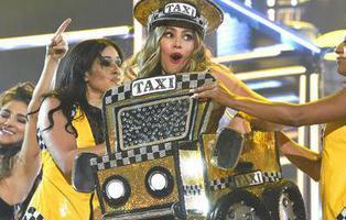 'El Taxi' de Pitbull y Sofía Vergara revoluciona los Grammy