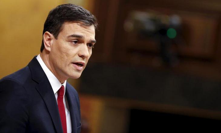 Pedro Sánchez, con una bonita corbata burdeos