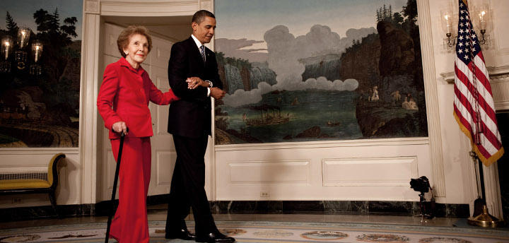 Nancy Reagan junto a Obama