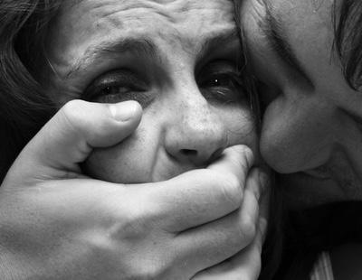 '¿Cerró bien las piernas?': en pleno 2016 se interroga así a las víctimas de violaciones
