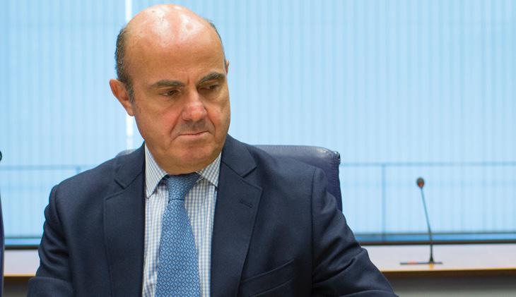 Luis de Guindos ve difícil la implantación de la tasa