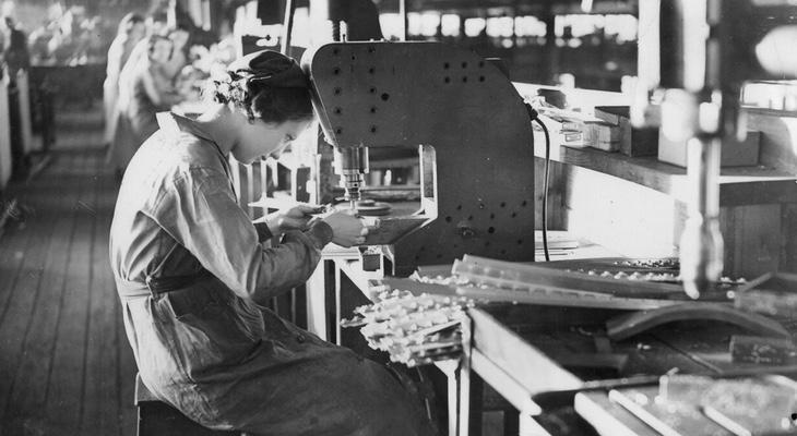 Una trabajadora de la industria textil del siglo XX