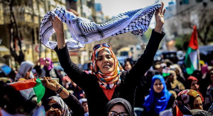 En zonas como Palestina también se reclama la dificultad de ser mujer durante una guerra