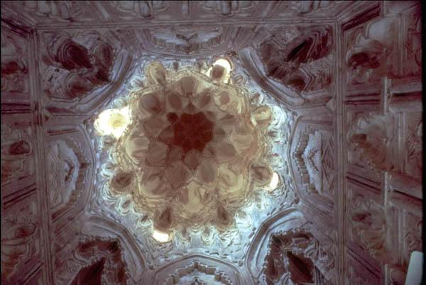 Interior del Mausoleo Imam-al Dur antes del ataque