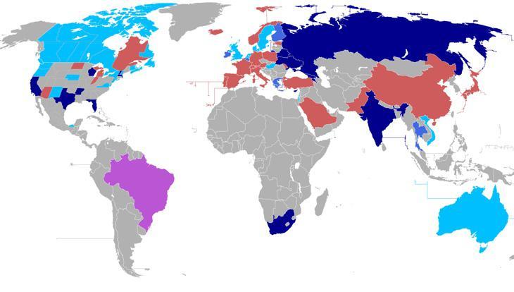 En azul oscuro, los países donde la gestación subrogada es legal (Wikipedia)