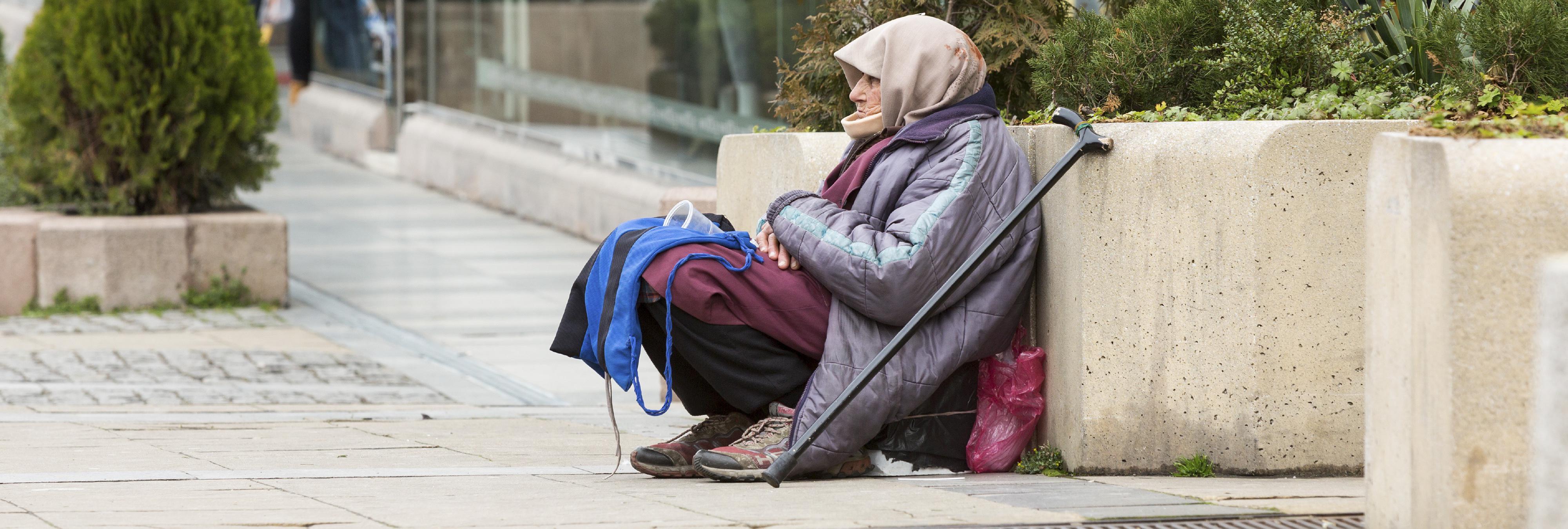 Humillante trato de los hinchas del PSV a mujeres que pedían limosna en Madrid