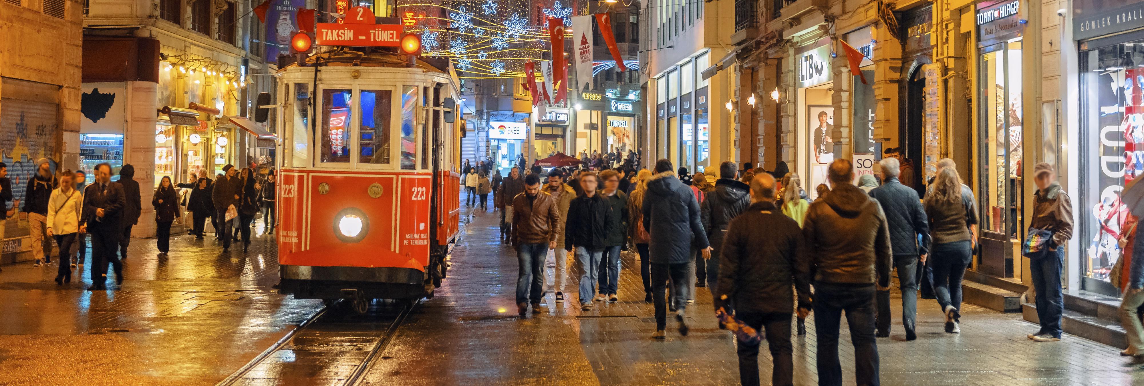 Al menos 4 muertos en un ataque suicida en la calle más turística de Estambul