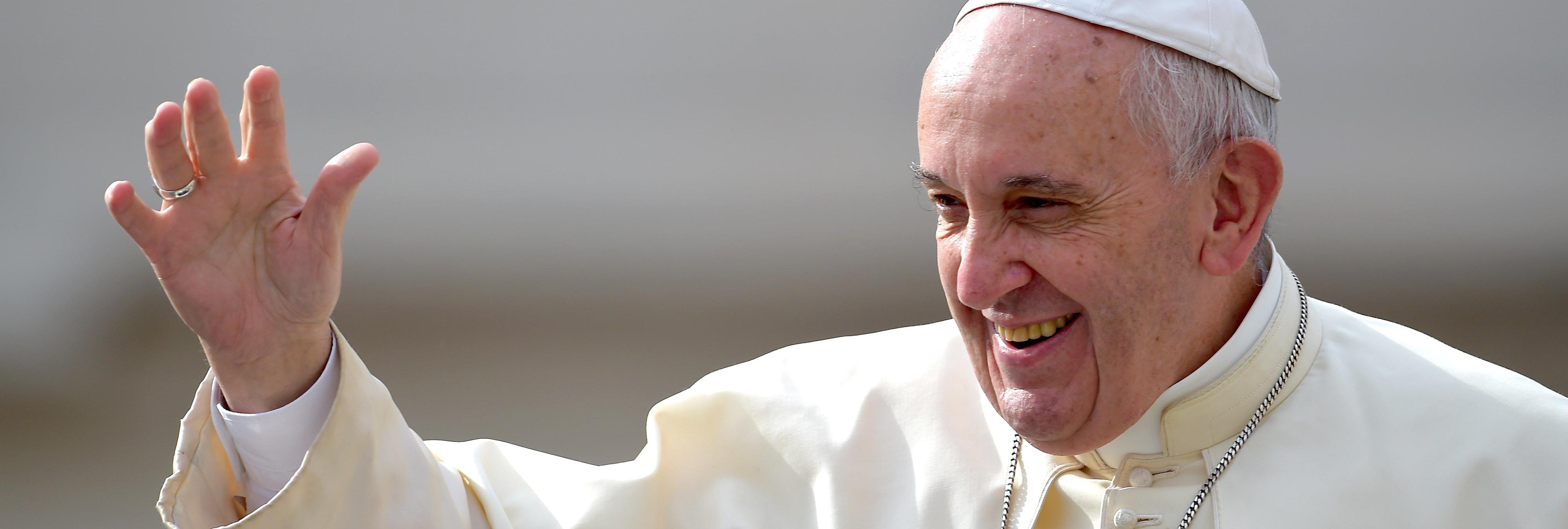 8 momentos en los que nuestra resaca se sintió identificada con el Instagram del Papa Francisco