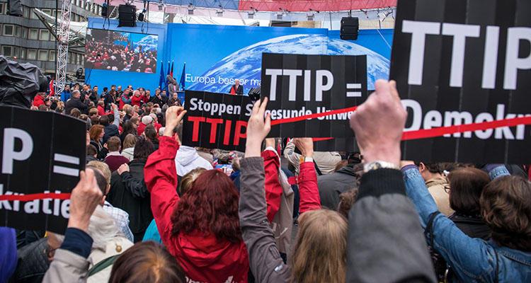 Acto de protesta contra la aprobación del TTIP