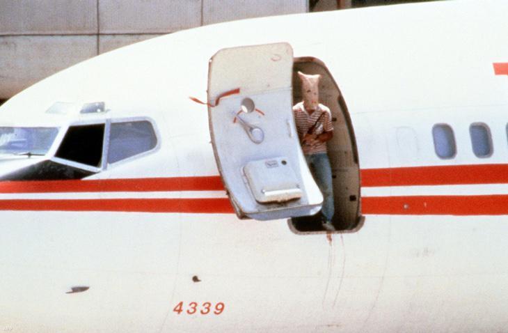 El TWA 847 con restos de sangre antes de poner rumbo a Argel por segunda vez