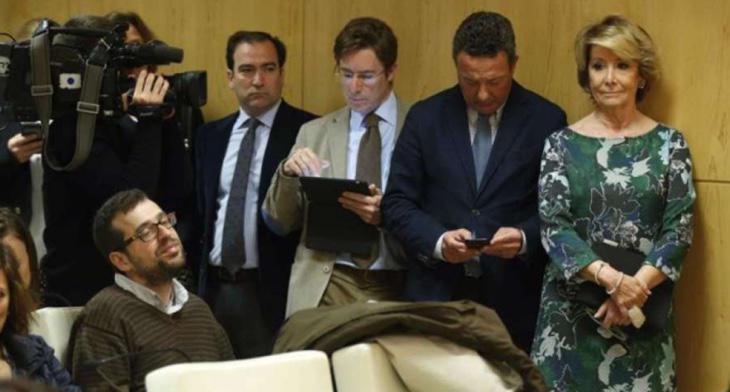 Esperanza Aguirre y sus concejales hacen un 'escrache' a Carmena