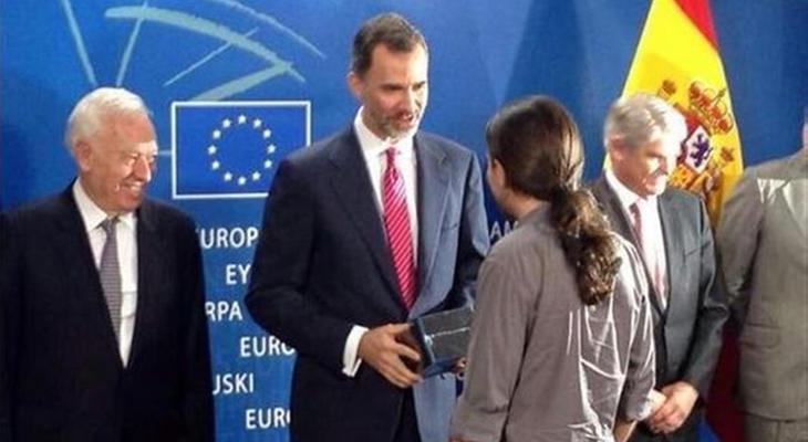 Pablo Iglesias le regala a Felipe VI las cuatro primeras temporadas de 'Juego de Tronos'