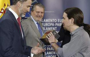 Esto es lo que pasará con las temporadas de 'Juego de Tronos' que Pablo Iglesias le regaló a Felipe VI