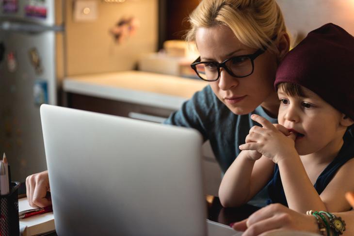 Si no se facilita la vida a padres y madres no se separará la vida laboral de la personal