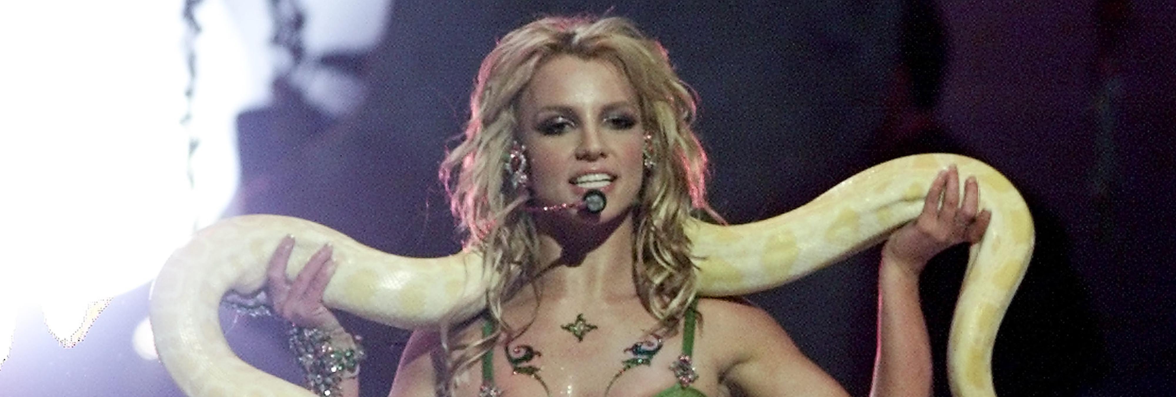 La verdad sobre la cantante que murió por una mordedura de cobra en el escenario