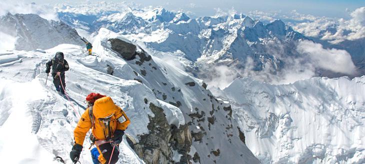Las subidas al Everest se han masificado desde los años 90