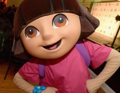 Expulsan a 'Dora, la exploradora' del colegio por pillarla fumando en los baños