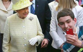 La Reina Isabel II busca un community manager y paga muy bien