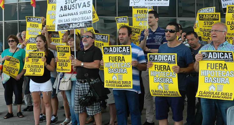 Manifestación contra la claúsula suelo