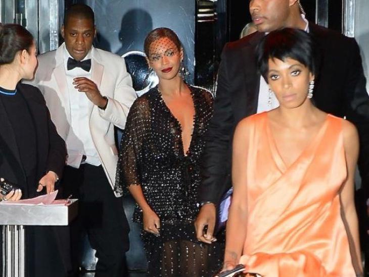 Momentos después de la pelea en el ascensor entre Solange y Jay Z. Como veis, Beyoncé salió del ascensor planeando su venganza