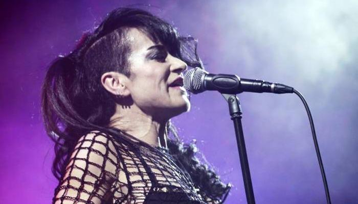 Ana Curra sigue dándole al punk, 30 años después