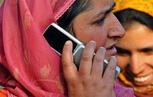 Los móviles en India protegerán a las mujeres de las violaciones en 2017