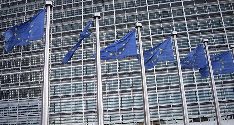 La Comisión Europea está negociando a la espalda de la ciudadanía