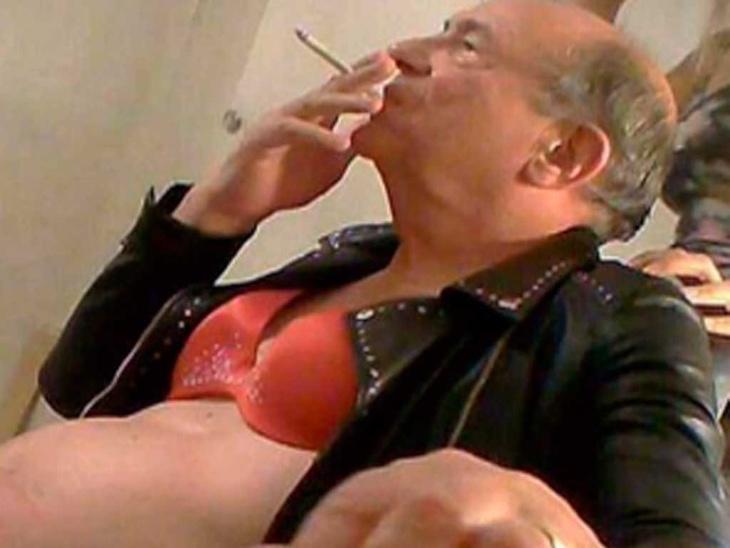John Sewel, pecando con estilazo