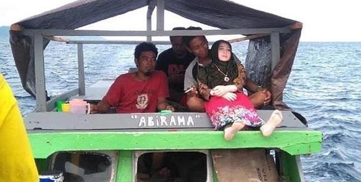 Pardin encontró la muñeca en mitad del mar, mientras pescaba