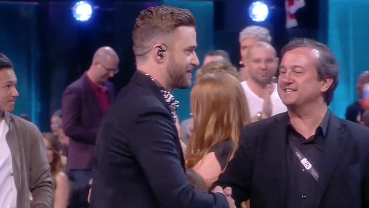 Federico Llano aprovechando su momento de gloria con Justin Timberlake