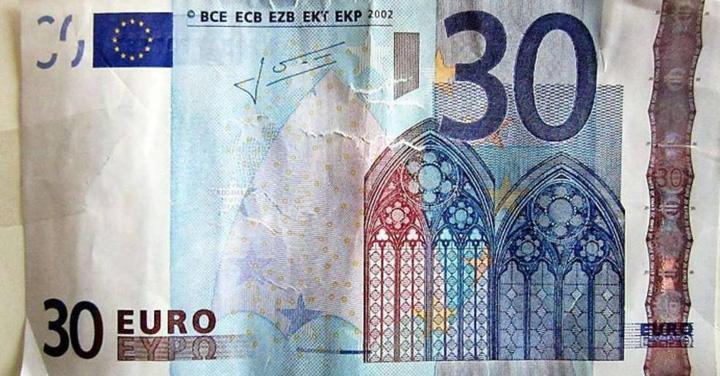 El billete de treinta euros que la cajera del supermercado aceptó
