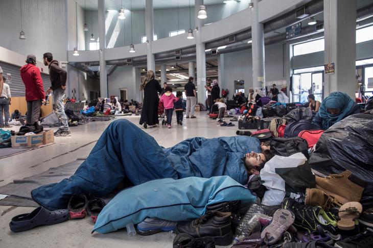 Refugiados en las dársenas del puerto de Pireo